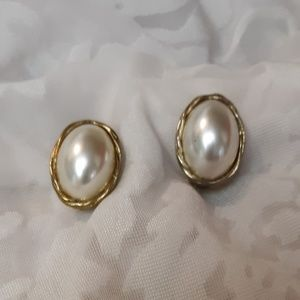 VTG Gold And Pearl Oval Style Earrings